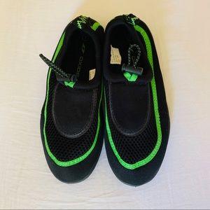 $20 Oxide Womens Aqua Socks Size 7 Black//pink